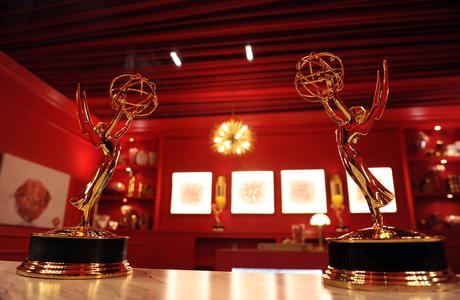 艾美獎紅毯變金毯 得獎名單出爐