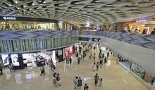 【721事件】網民Yoho Mall「和你行」 警入商場一度舉紫旗