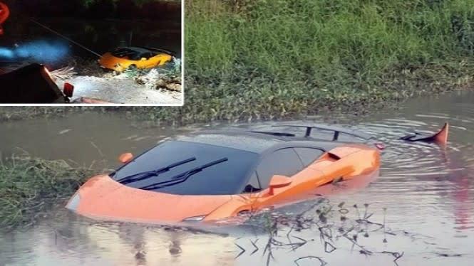 Lamborghini Aventador Nyemplung ke Sungai, Pengemudi Teriak Minta Tolong