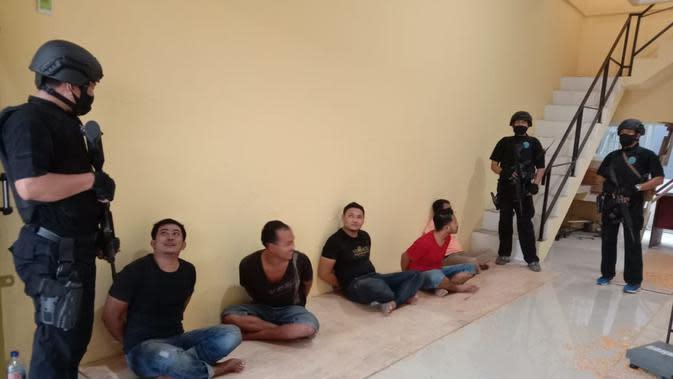 Enam Tersangka Diamankan BNN dari Gudang Sabu di Tangerang (Liputan6/Pramita)