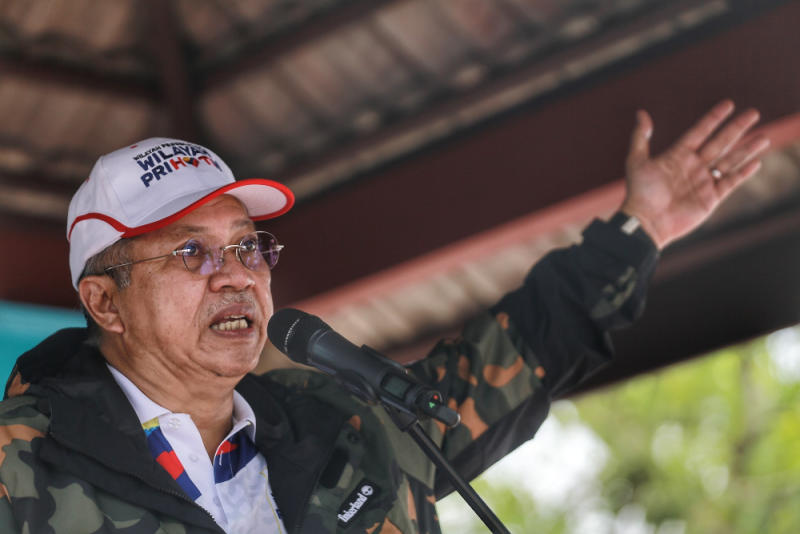 Tan Sri Annuar Musa says he been quarantined at a residence in Kota Kinabalu, Sabah for an unspecified period of time. — Picture by Ahmad Zamzahuri