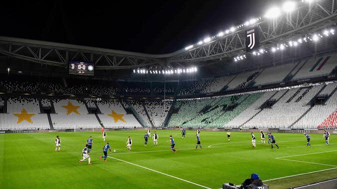Suasana pertandingan Serie A antara Inter Milan dan Juventus di Allianz Stadium, Turin, Italia, Minggu (8/3/2020). Pertandingan yang dimenangkan Juventus 2-0 itu digelar tanpa penonton akibat kekhawatiran akan penyebaran virus corona (COVID-19). (Marco Alpozzi/LaPresse via AP)