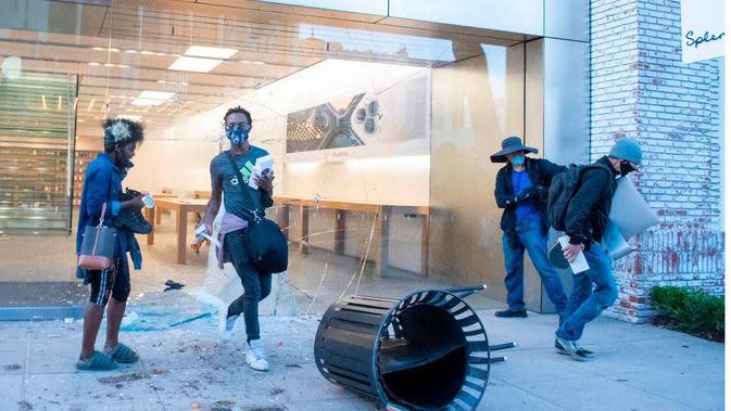 Apple Store dijarah seiring dengan meluasnya aksi protes yang terjadi di Amerika Serikat (Foto: AFP via Getty Image)