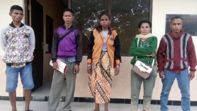 Orangtua Adelina, TKI asal Kabupaten Timor Tengah Selatan, mengaku tak pernah mengizinkan anaknya yang masih berusia 16 tahun saat itu. (Liputan6.com/Ola Keda)