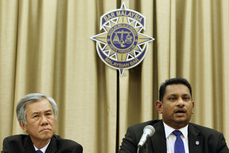 Malaysian Bar vice president Roger Chan Weng Keng (left) and president Abdul Fareed Abdul Gafoor during a press conference in Kuala Lumpur March 16, 2019. — Picture by Yusof Mat Isa