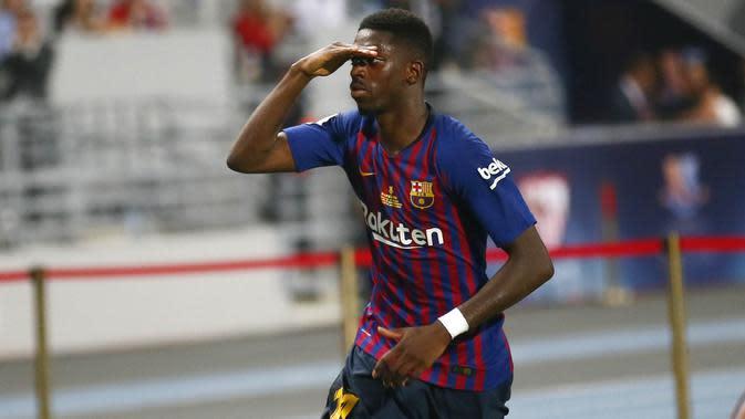 Gelandang Barcelona, Ousmane Dembele, merayakan gol yang dicetak ke gawang Sevilla pada laga Piala Super Spanyol di Stadion Ibn Batouta, Tangiers, Minggu (12/8/2018). Barcelona menang 2-1 atas Sevilla. (AP/Mosa'ab Elshamy)