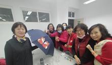 嶺東科大樂齡大學結業成果展 彩繪洋傘留校成共享記憶
