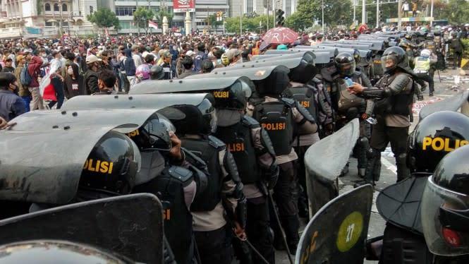 Polisi Klaim Tangkap Ratusan Penyusup Demo Anggota Anarko Sindikalisme