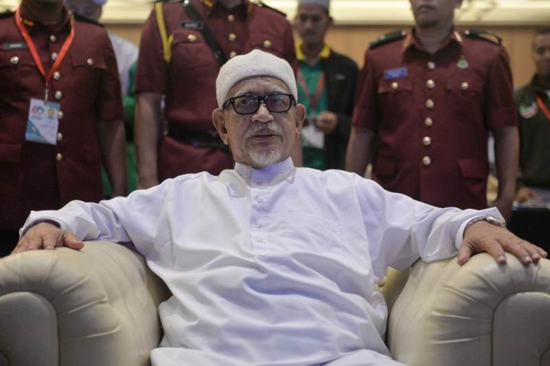 Hadi tars khat detractors as descendents of colonialists, says even