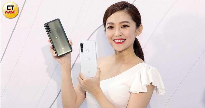 HTC U20 5G外觀絢麗亮眼,有墨晶綠和晶岩白兩色可選,售價18,990元,將於8月底正式上市。(圖/王永泰攝)