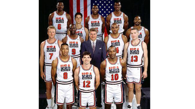 Dream Team USA 1992, saat Michael Jordan dan Magic Johnson bergabung didalamnya. (Photo/underconsideration.com)