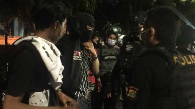 Polisi melakukan patroli jelang PSBB di DKI