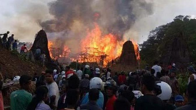 Polisi Sebut Puluhan Rumah Adat di Sumba Terbakar karena Sambaran Petir
