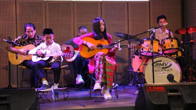 "Siswa Arts Prima International Music School, ketika menggelar konser ""A Tribute to Indonesia"" di Galeri Indonesia Kaya, Mall Grand Indonesia Jakarta. (ist)"