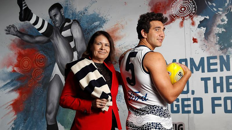 Kim Farmer and Nakia Cockatoo pose in front of the Polly Farmer mural in 2018. (Photo by Michael Willson/AFL Media/Getty Images)