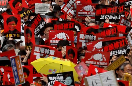 反對修逃犯條例 香港萬人示威