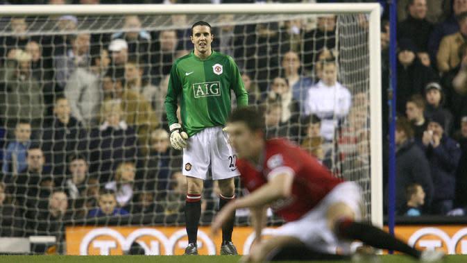 3. John O'Shea (Manchester United Vs Tottenham, 2007) - Ketika sudah tiga kali pergantian pemain, Edwin Van Der Sar mengalami cedera. Kondisi itu membuatnya ditunjuk untuk menjaga gawang Setan Merah. (AFP/Chris Young)