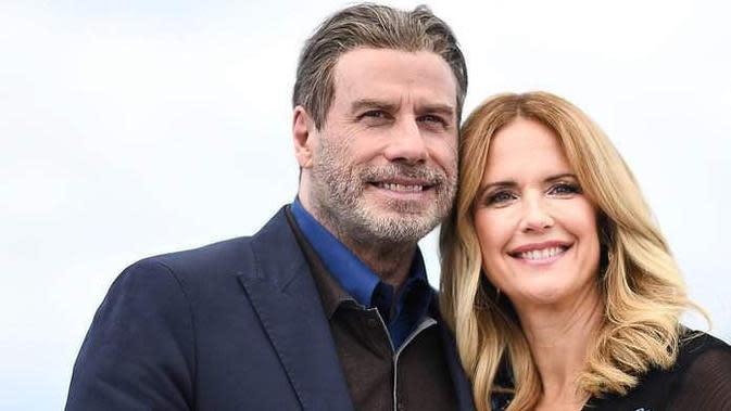 """""""Dengan berat hati, saya menginformasikan kepada kalian bahwa istri saya yang cantik, Kelly, telah selesai berjuang melawan kanker payudaranya selama dua tahun. Dia bertarung dengan berani disertai cinta dan dukungan dari banyak orang,"""" ungkap John Travolta. (Instagram/johntravolta)"""