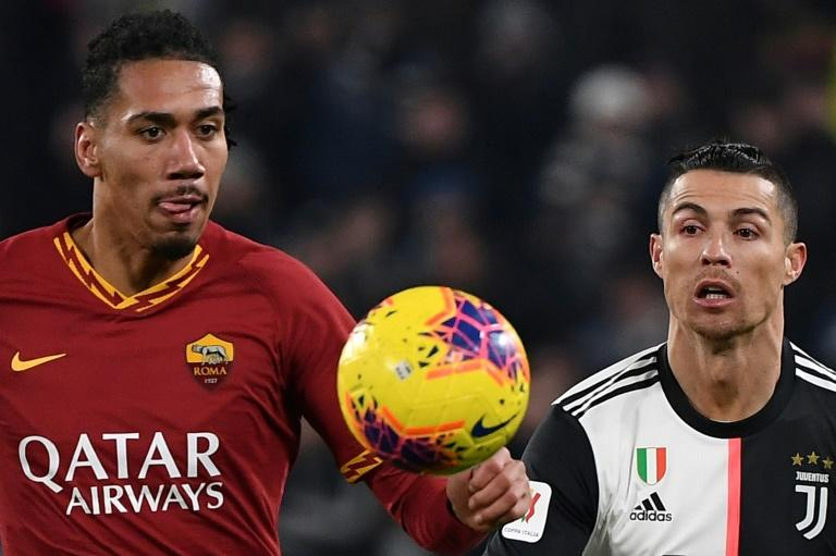 Roma sign Smalling from Man Utd for 15 million euros