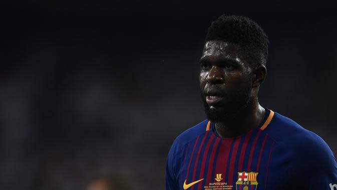 Manchester United dikabarkan siap menebus klausul pelepasan bek Barcelona, Samuel Umtiti, dalam waktu dekat. (AFP/Gabriel Bouys)