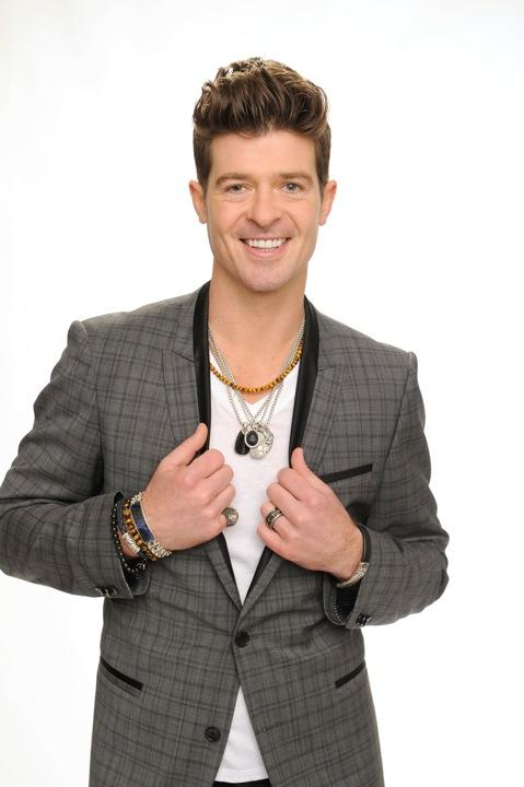 Robin Thicke Poses With Prom-Going Gang
