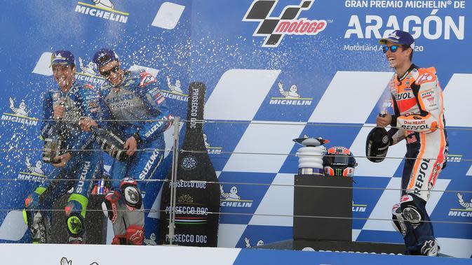 Alex Rins dan Joan Mir berpesta bersama di podium MotoGP Aragon (Jose Jordan/AFP)