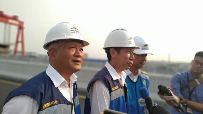 Direktur Utama PT Jasa Marga Jalanlayang Cikampek Djoko Dwijono menyatakan kesiapan tol layang Japek telah mencapai 99,96 persen. Liputan6.com/Athika