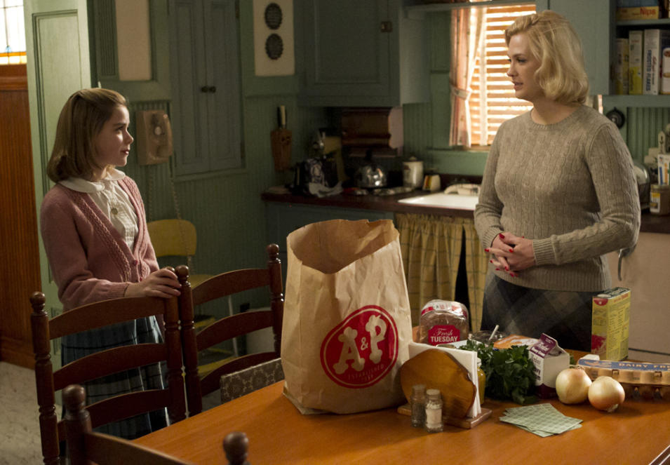 Sally Draper (Kiernan Shipka) and Betty Francis (January Jones)