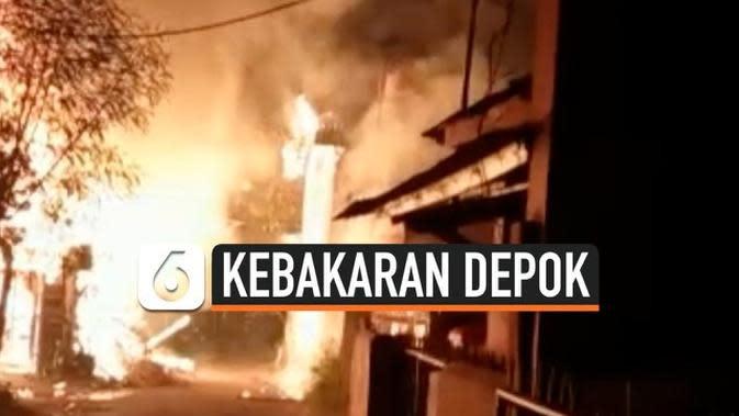 VIDEO: Lalai Tinggalkan Oven Menyala, Kios di Depok Terbakar