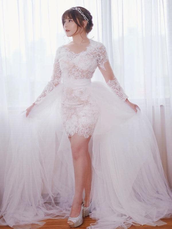 Prilly Latuconsina memakai baju pengantin (Sumber: Instagram/prillylatuconsina96)