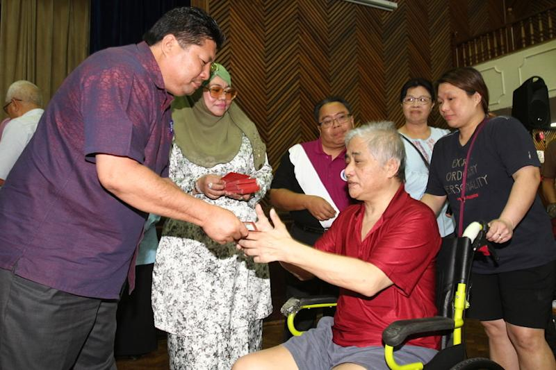 Johor Bersatu chief Mazlan Bujang, who is also Johor Baru City Council Foundation chairman, distributes aid to the needy in conjunction with Chinese New Year in Johor Baru January 15, 2020. — Picture by Ben Tan