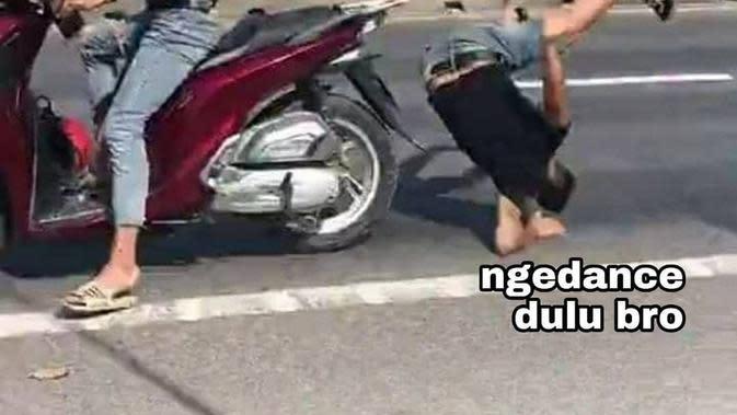 Meme naik motor boncengan (Sumber: Instagram/duhreceh)