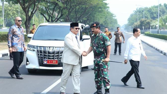 Menteri Pertahanan Prabowo Subianto bertemu Panglima TNI Marsekal TNI Hadi Tjahjanto di Mabes TNI, Cilangkap, Jakarta. (Istimewa)