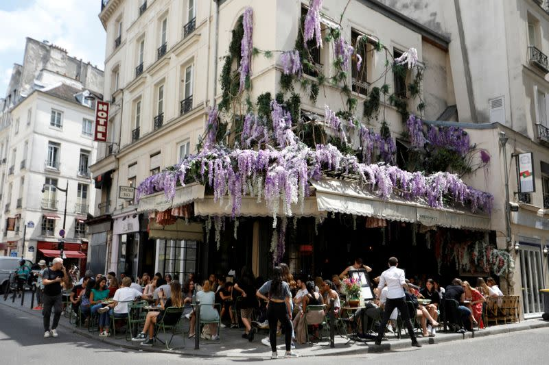 New French coronavirus deaths fall, infections rise