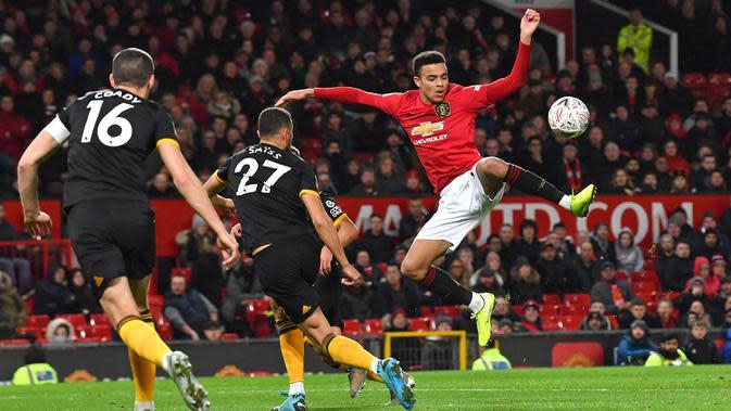 Pemain asal Inggris ini dikenal sebagai pemain muda yang memiliki kecepatan serta kemampuan dua kakinya yang sangat baik untuk mencetak gol. (AFP/Paul Ellis)