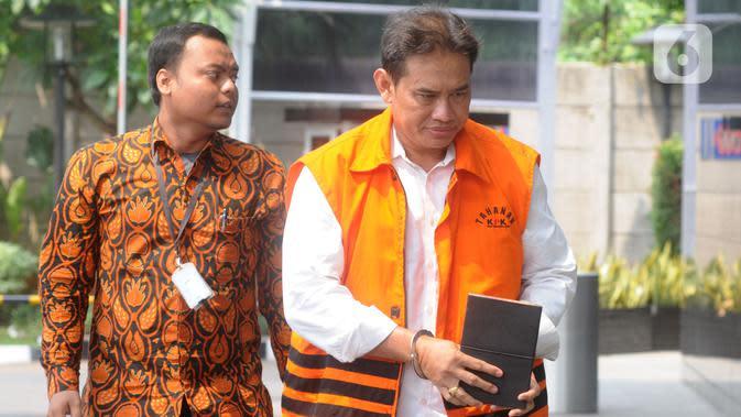 Direktur Pemasaran PTPN III (Persero) sekaligus merangkap Komisaris Utama PT KPBN I Kadek Kertha Laksana tiba untuk pemeriksaan di Gedung KPK, Jakarta, Rabu (4/12/2019). Kadek diperiksa sebagai tersangka terkait kasus dugaan suap distribusi gula di PTPN III Tahun 2019. (merdeka.com/Dwi Narwoko)