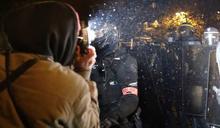 法國擬禁「惡意散布」警員圖像:萬人示威抗議侵害自由,憂惡法助長警察暴力