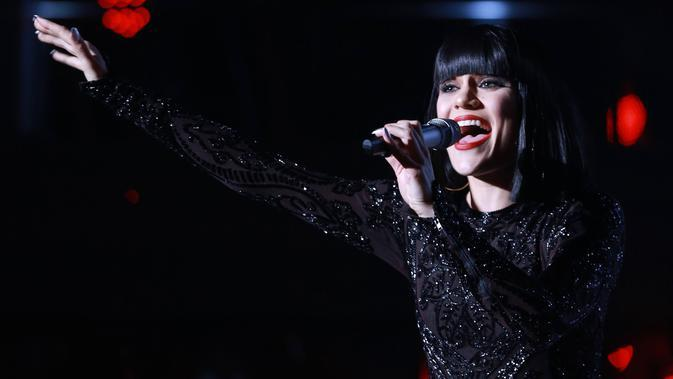 Lirik Lagu Flashlight - Jessie J