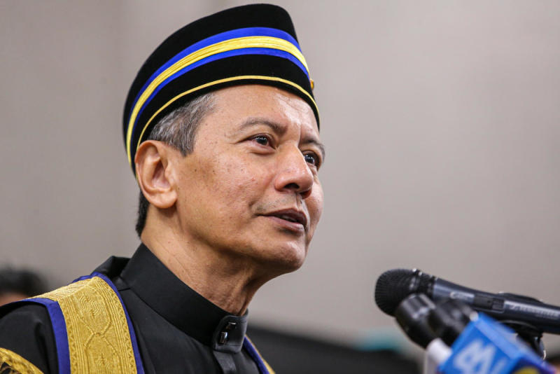 Azhar reminded federal lawmakers to avoid sexist, racist, offensive and unparliamentary terms. — Picture by Hari Anggara