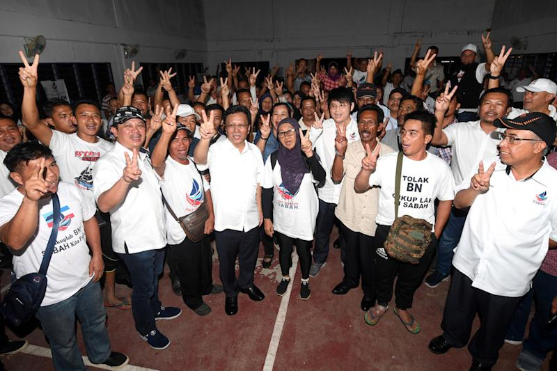 Sabah Chief Minister Datuk Seri Mohd Shafie Apdal poses for pictures after campaigning for the Kimanis by-election in Sinuka January 9, 2020. — Bernama pic
