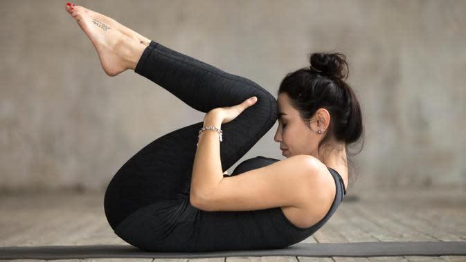 Knee To Chest Pose (Sumber: medicalnewstoday.com)