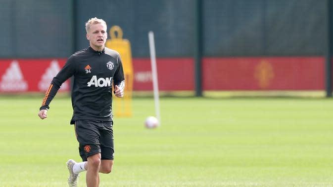 Donny Van de Beek saat menjalani latihan dengan Manchester United (twitter/manchester united)
