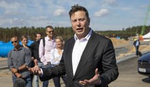 Elon Musk:我試過把 Tesla 賣給 Apple,但被 Tim Cook 無視了