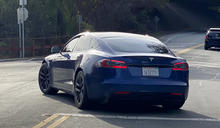 Tesla 的更新款 Model S 現身 Palo Alto 的街道上