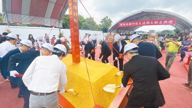 為了早日幫客戶圓夢,國雄新案「仰德大道」已於8月7日舉行動土典禮。(圖/黃繡鳳)