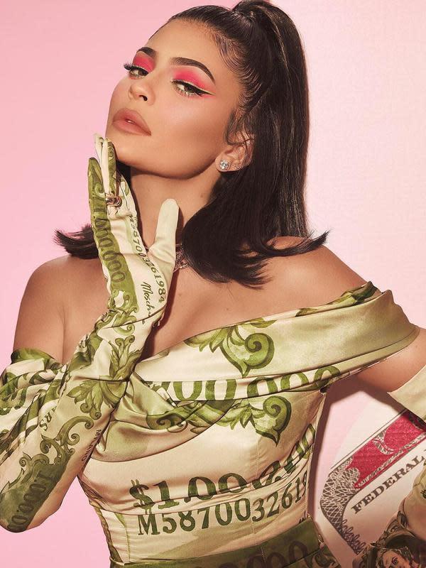 Intip koleksi makeup Kylie Jenner yang bertabur dollar Amerika untuk rayakan hari ulang tahunnya (Foto: instagram/kyliecosmetics)