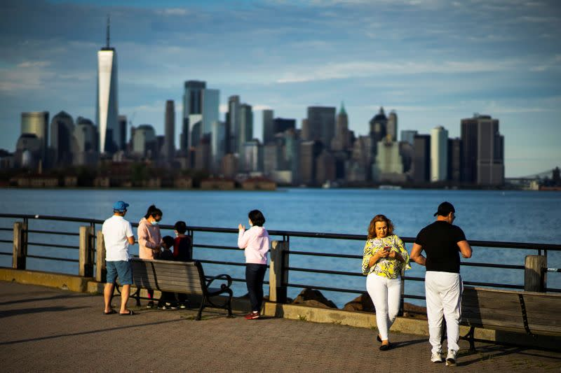 New York governor outlines reopening plan with construction, manufacturing first