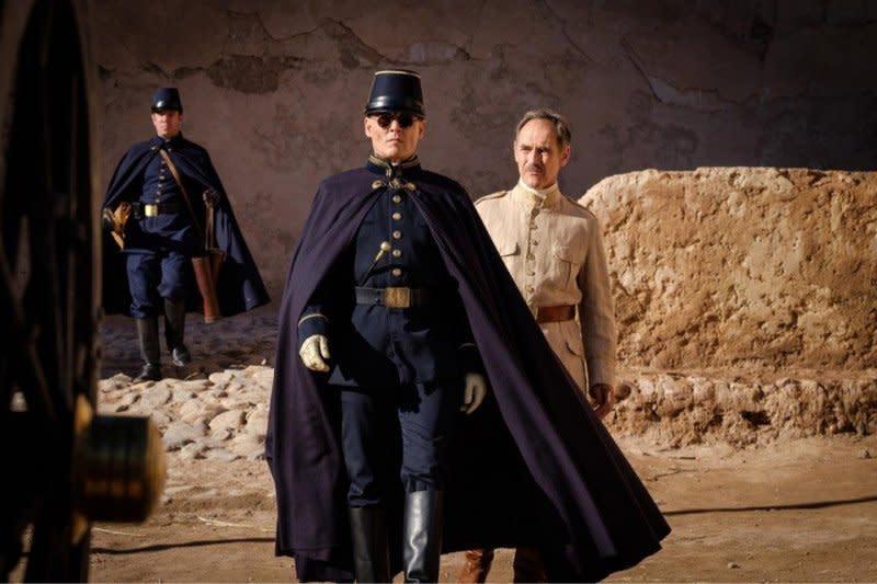 """Mola TV akan tayangkan perdana film """"Waiting for Barbarians"""""""