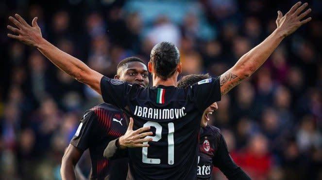 Zlatan Ibrahimovic merayakan gol untuk AC Milan