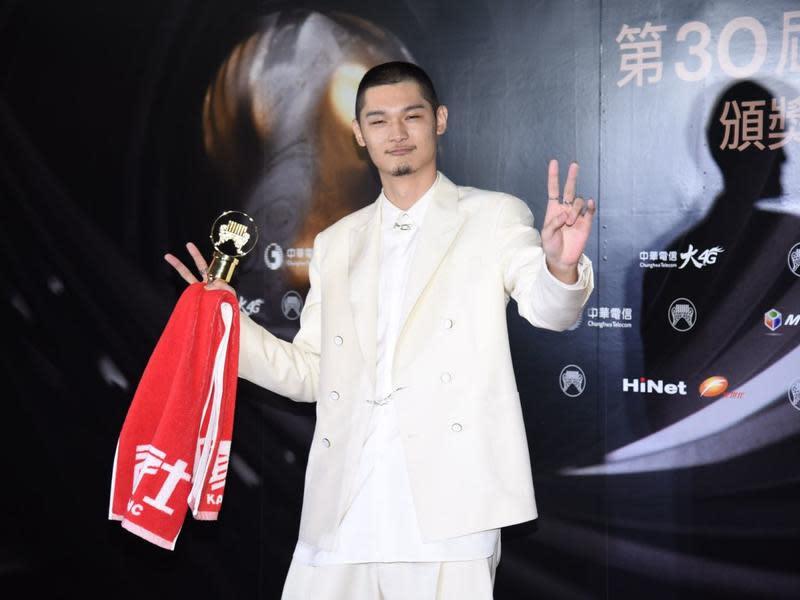 最佳男歌手:LEO王